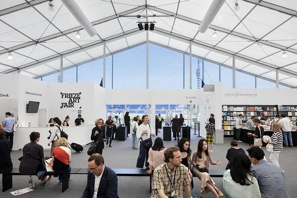 Frieze_Art_Fair_08.0_Credit-Curbed