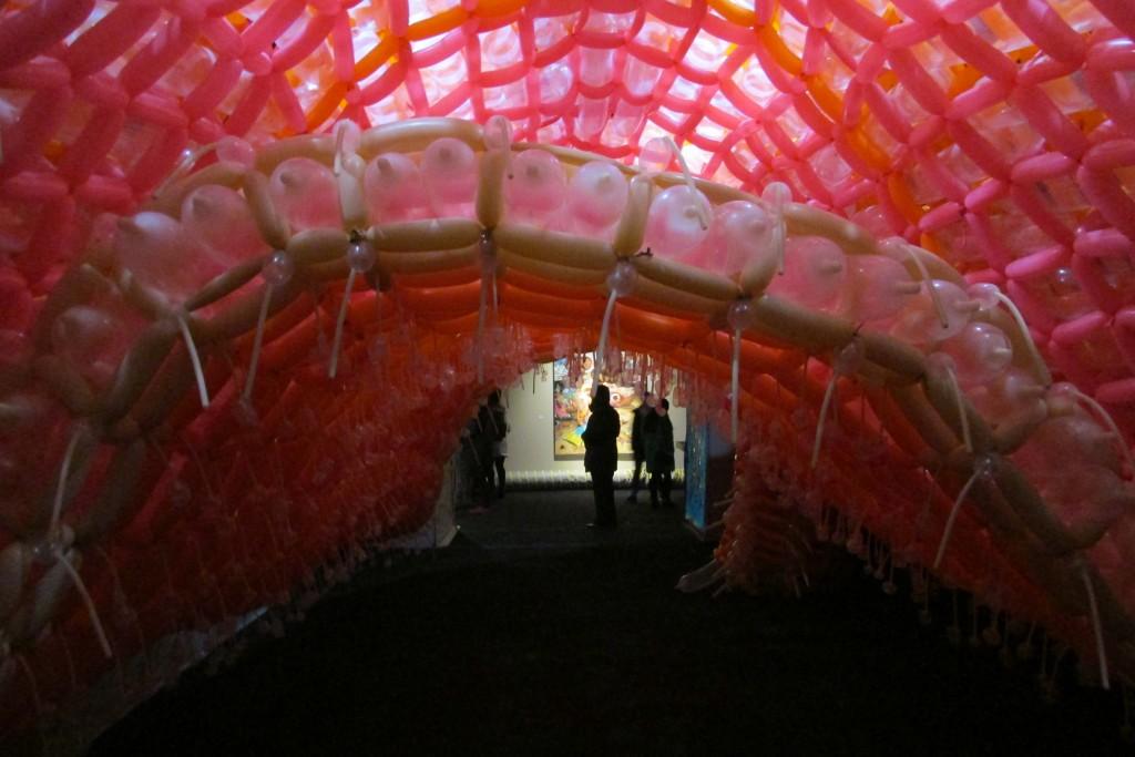 un scene art fair